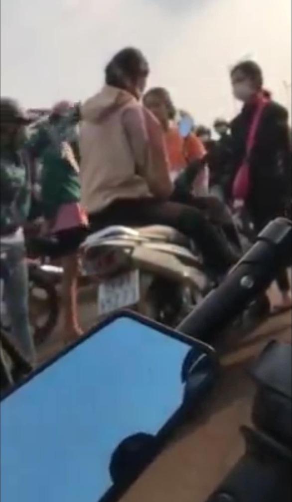 Nữ sinh lớp 10 ở Bình Phước bị đánh hội đồng và quay clip tung lên mạng - Ảnh 2.