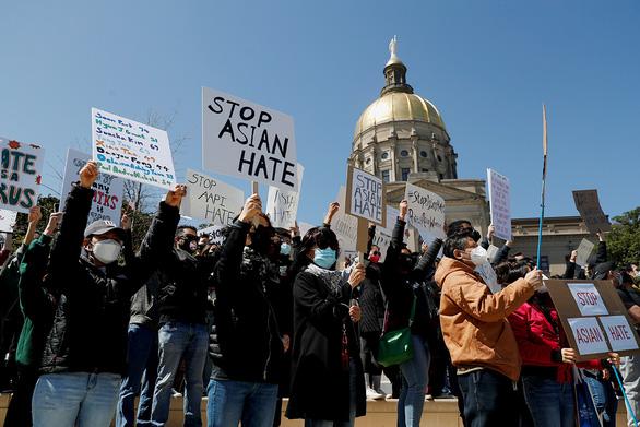 Mỹ ra tay chống kỳ thị người gốc Á - Ảnh 1.