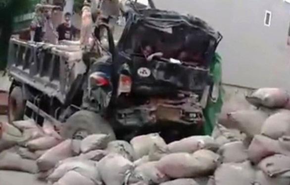 Đưa xe tông chết người đi cân tải trọng, xe tiếp tục gặp nạn khiến tài xế tử vong - Ảnh 1.
