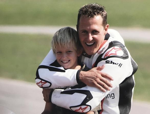 Mick Schumacher trên con đường của cha - Ảnh 2.