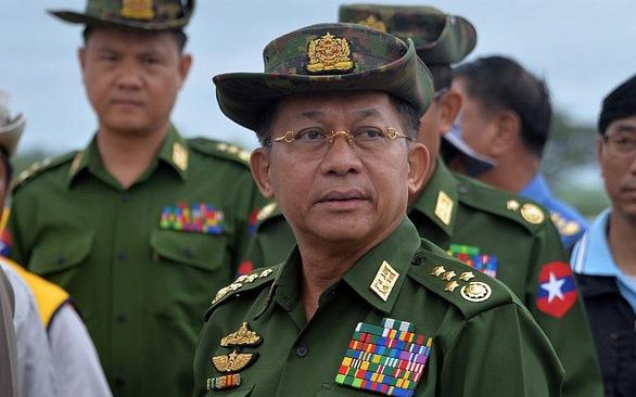 EU trừng phạt tổng tư lệnh quân đội Myanmar và 10 người liên quan đảo chính - Ảnh 1.