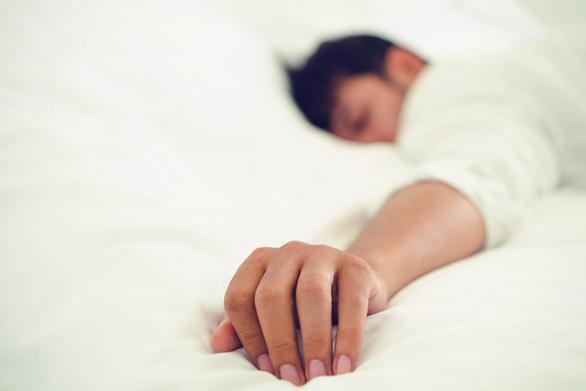 Người dân ngủ nhiều hơn trong 'năm COVID-19' - Ảnh 1.