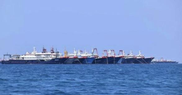 220 tàu tụ trên Biển Đông, Bắc Kinh nói chỉ là tàu cá cùng trú ẩn - Ảnh 2.