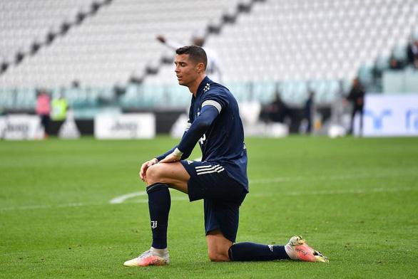 Ronaldo 9 lần dứt điểm không ghi bàn thắng, Juve thua sốc và hết hi vọng vô địch - Ảnh 2.