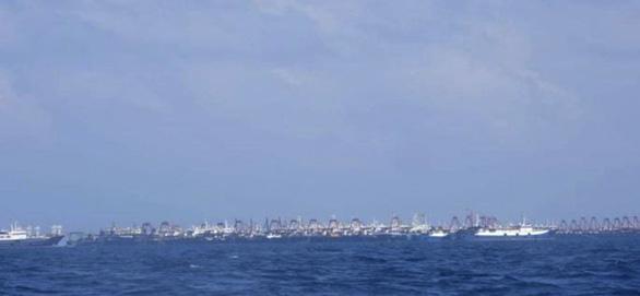 220 tàu tụ trên Biển Đông, Bắc Kinh nói chỉ là tàu cá cùng trú ẩn - Ảnh 3.