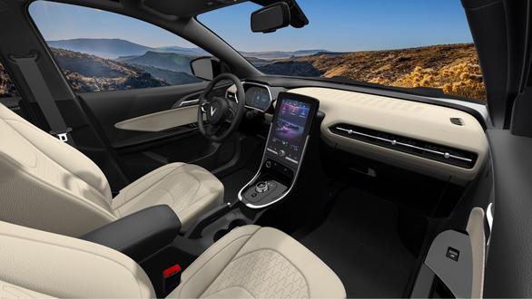 VinFast mở bán ô tô điện đầu tiên giá 690 triệu đồng, sạc đầy pin đi được 300km - Ảnh 2.