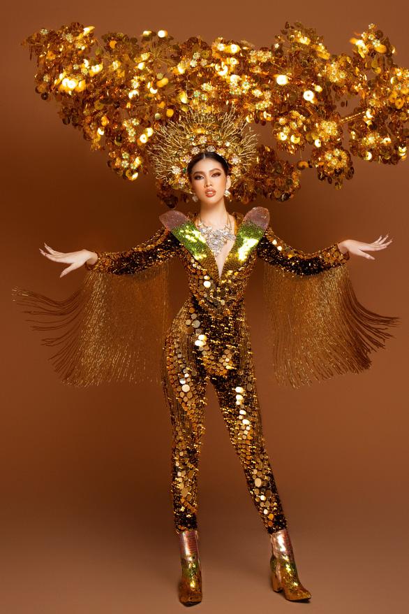 Cận cảnh trang phục nặng gần 30kg của Ngọc Thảo tại Miss Grand International 2020 - Ảnh 2.