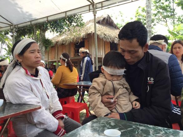 Vụ tai nạn làm 7 người chết ở Thanh Hóa: Đại tang trùm bản nghèo - Ảnh 1.