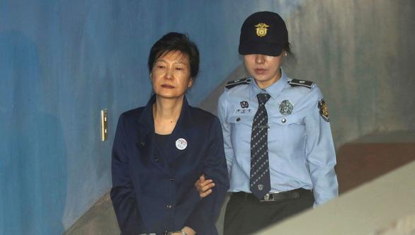 Hàn Quốc tịch thu nhà của cựu tổng thống Park Geun Hye - Ảnh 1.