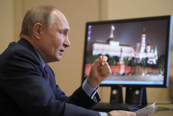 Tổng thống Putin tiêm vắc xin ngừa COVID-19 sau dân hơn 3 tháng - Ảnh 1.
