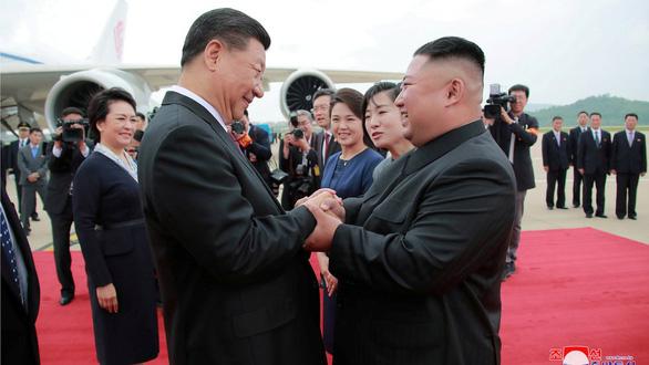 Ông Kim Jong Un kêu gọi ông Tập bắt tay đối phó thế lực thù địch - Ảnh 1.