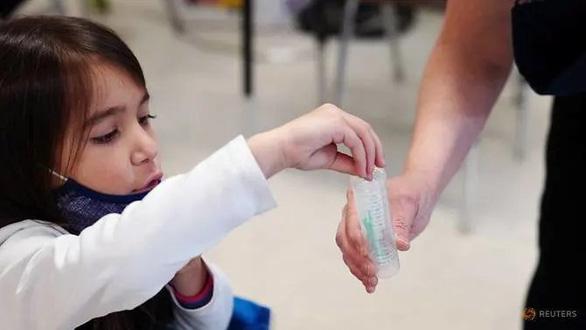 Nghiên cứu của Mỹ: Trẻ càng nhỏ càng có nhiều kháng thể mạnh với virus corona - Ảnh 1.