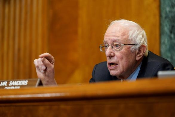 Thượng nghị sĩ Bernie Sanders: Hôm qua ông Trump bị cấm Twitter, ngày mai có thể là ai đó - Ảnh 1.
