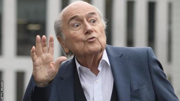 FIFA lần thứ 2 cấm cựu chủ tịch Sepp Blatter... đến năm 2028 - Ảnh 1.