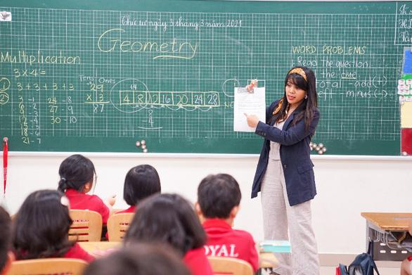Mở thêm đợt kiểm tra năng lực ngày 3-4 tại Royal School - Ảnh 3.