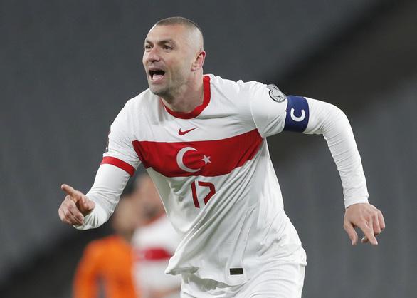 Yilmaz lập hat-trick, Thổ Nhĩ Kỳ lại 'làm gỏi' Hà Lan - Ảnh 1.