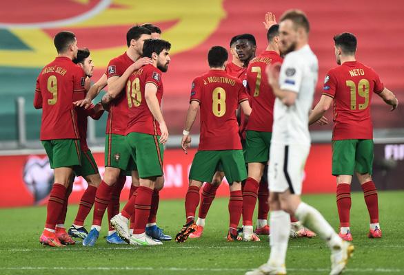 Pháp bị Ukraine cầm chân, Bồ Đào Nha thắng chật vật Azerbaijan - Ảnh 3.