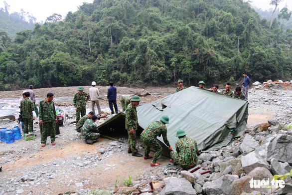Quân đội, công an tiếp tục tìm kiếm 11 công nhân mất tích tại thủy điện Rào Trăng 3 - Ảnh 5.