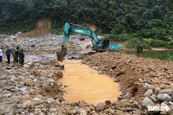 Quân đội, công an tiếp tục tìm kiếm 11 công nhân mất tích tại thủy điện Rào Trăng 3 - Ảnh 7.