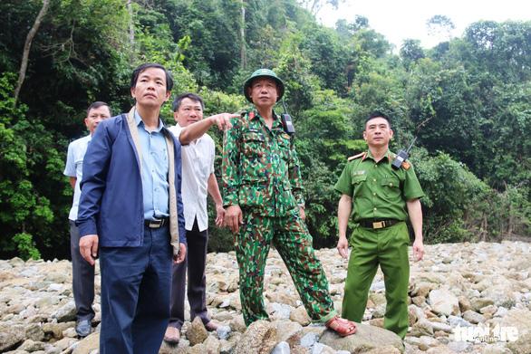 Quân đội, công an tiếp tục tìm kiếm 11 công nhân mất tích tại thủy điện Rào Trăng 3 - Ảnh 6.
