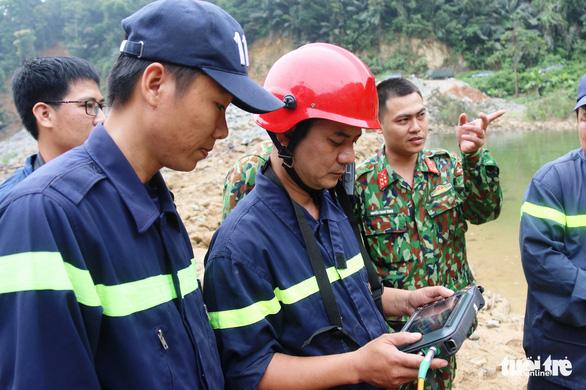 Quân đội, công an tiếp tục tìm kiếm 11 công nhân mất tích tại thủy điện Rào Trăng 3 - Ảnh 4.