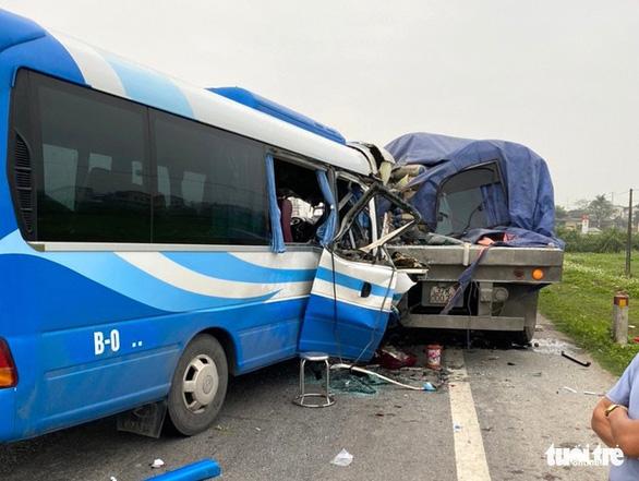 Khởi tố tài xế xe chở đoàn đi lễ gây tai nạn làm 3 người chết - Ảnh 1.