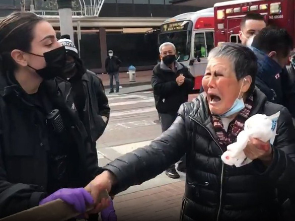 Bà cụ bị hành hung góp 1 triệu USD chống phân biệt chủng tộc - Ảnh 1.