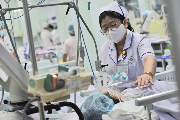 Hết sạch thuốc giải độc, phải thay huyết tương để cứu bệnh nhân ngộ độc patê chay - Ảnh 1.