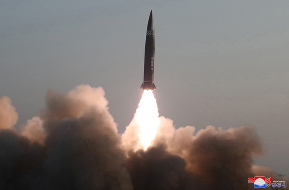 KCNA xác nhận phóng tên lửa chiến thuật, Mỹ lên án - Ảnh 1.