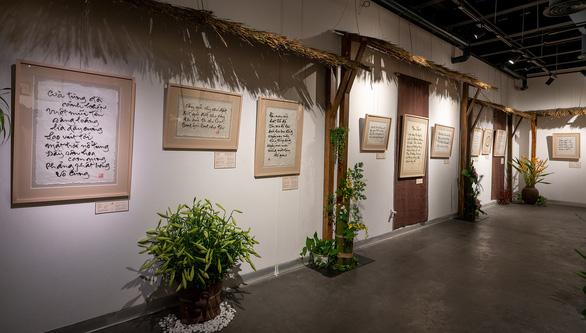 Triển lãm 100 tác phẩm thư pháp của thiền sư Thích Nhất Hạnh tại TP.HCM - Ảnh 8.