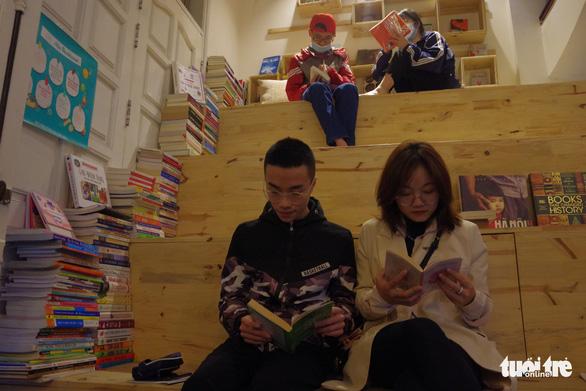 Sưu tầm sách khắp thế giới, mở thư viện phục vụ miễn phí - Ảnh 3.