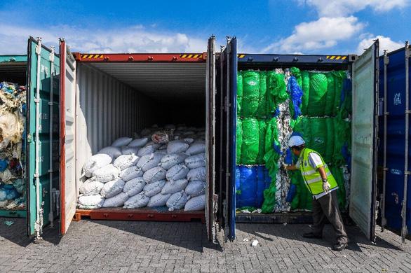 Malaysia hoàn trả container rác thải nhựa được vận chuyển từ Mỹ - Ảnh 1.