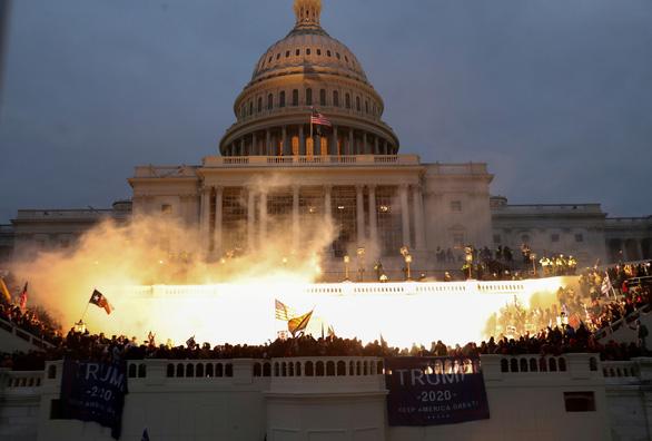 Nhóm cực hữu Mỹ tính đào địa đạo, chiến đấu sau bạo loạn ở Đồi Capitol - Ảnh 2.