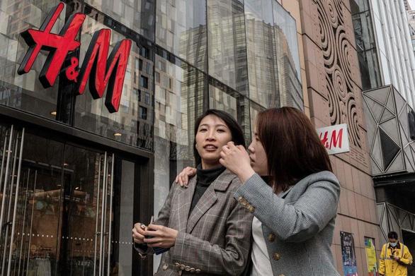 Các công ty châu Âu tại Trung Quốc bị tẩy chay vì dừng sử dụng bông Tân Cương - Ảnh 1.
