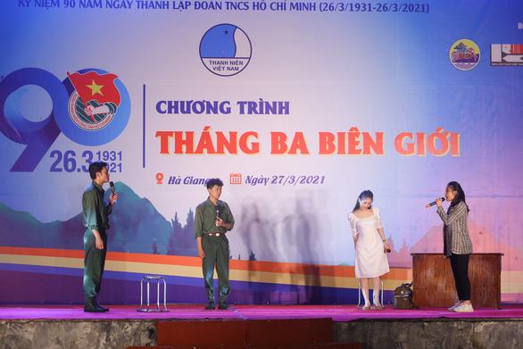16 tỉ đồng trao cho bộ đội, bà con vùng cao trong Tháng ba biên giới - Ảnh 4.
