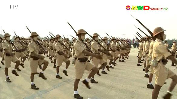 Lãnh đạo quân đội Myanmar hứa có bầu cử dân chủ, bảo vệ dân - Ảnh 4.