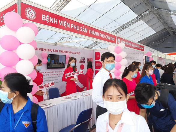 Nhiều bệnh viện tìm đến trường săn sinh viên y khoa - Ảnh 2.