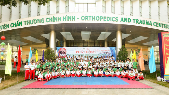 Lực sĩ khuyết tật Lê Văn Công chạy bộ hưởng ứng Ngày chạy Olympic vì sức khỏe toàn dân - Ảnh 8.