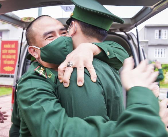 70 chiến sĩ Biên phòng Hải Phòng lên đường chi viện biên giới Tây Nam chống COVID-19 - Ảnh 3.