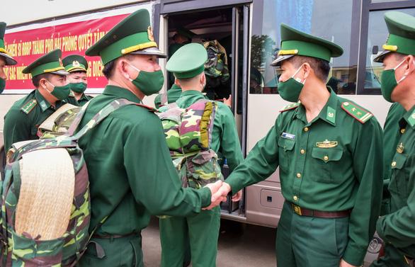 70 chiến sĩ Biên phòng Hải Phòng lên đường chi viện biên giới Tây Nam chống COVID-19 - Ảnh 2.