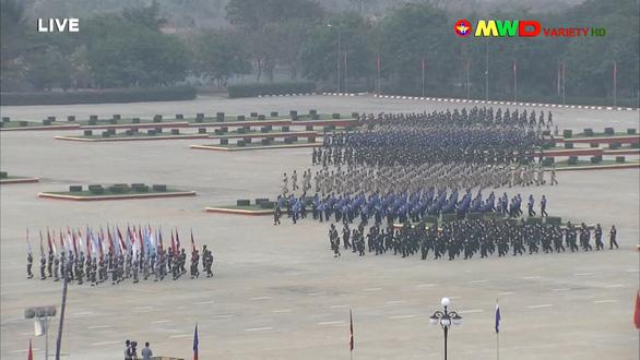 Lãnh đạo quân đội Myanmar hứa có bầu cử dân chủ, bảo vệ dân - Ảnh 1.