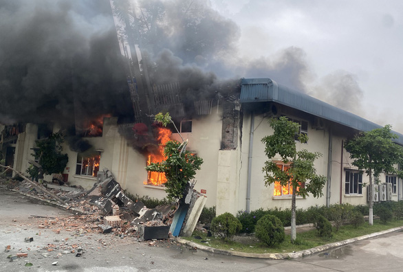 Cháy lớn tại nhà máy may xuất khẩu ở Thanh Hóa - Ảnh 3.