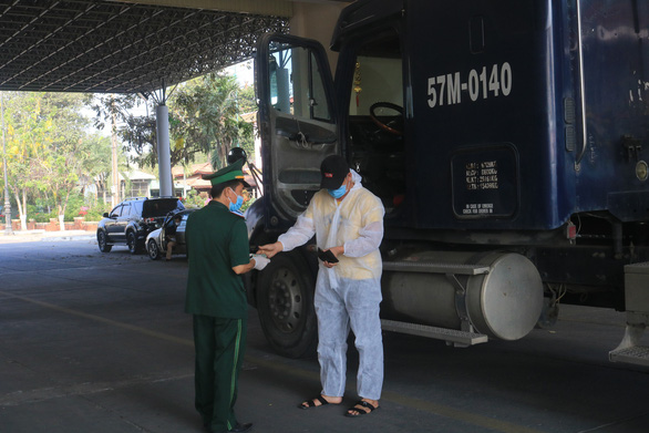 Xử nghiêm cá nhân cho người nhập cảnh Việt Nam trái phép để làm gương - Ảnh 2.
