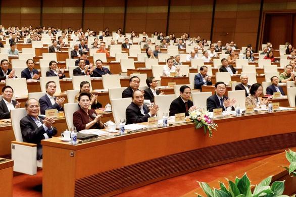Văn kiện Đại hội XIII: Có cơ chế khuyến khích để không muốn tham nhũng, bảo vệ cán bộ dám làm - Ảnh 1.