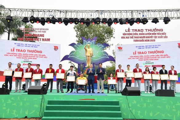 Văn Quyết và các VĐV tiêu biểu được vinh danh trong Ngày thể thao Việt Nam - Ảnh 2.