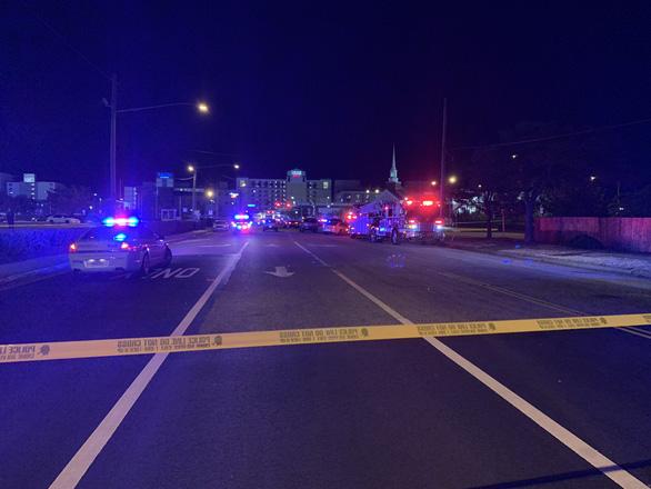 Liên tục 2 vụ xả súng ở Mỹ, ít nhất 2 người chết, 9 người bị thương - Ảnh 2.