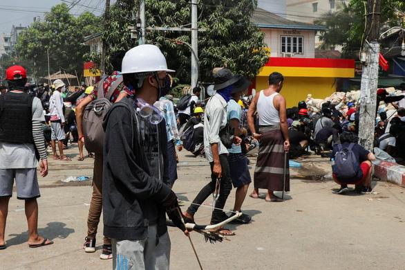 Reuters: 114 người biểu tình Myanmar thiệt mạng, có cả trẻ em - Ảnh 1.