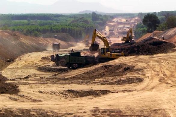 Dự án cao tốc Phan Thiết - Dầu Giây: đề nghị rút ngắn thủ tục cấp phép mỏ vật liệu - Ảnh 1.