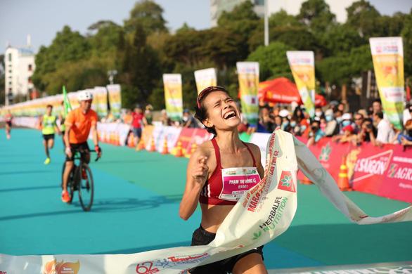 Hoàng Nguyên Thanh vô địch Tiền Phong marathon 2021, sát thành tích HCV SEA Games - Ảnh 2.