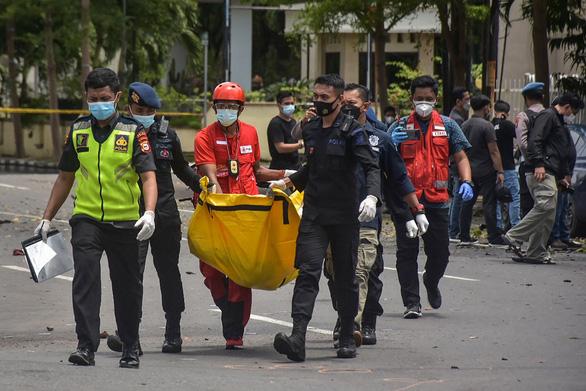 Đánh bom liều chết kinh hoàng một nhà thờ Công giáo ở Indonesia - Ảnh 2.